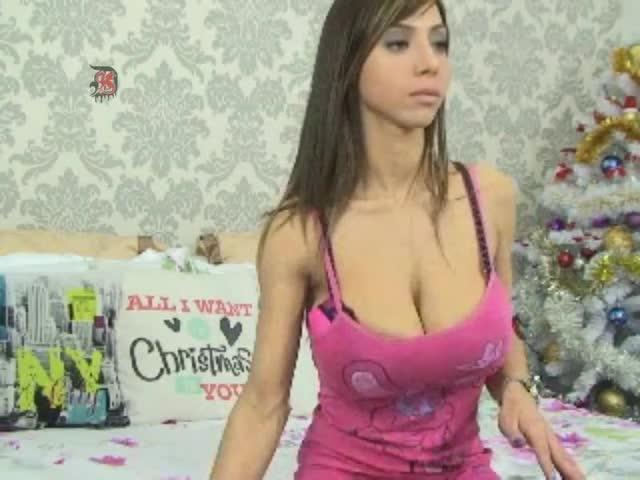 Aubrey Plaza Strips On Webcam