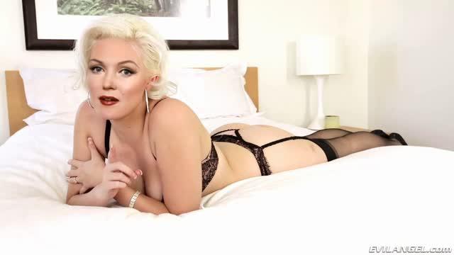 Marilyn Monroe Cum Bath