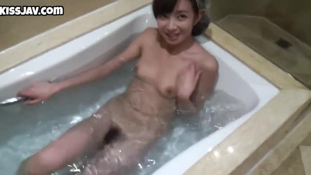 수줍은 욕실녀